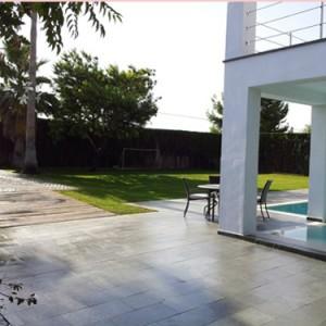 Diseño e instalación de jardín ecológico. Chalet particular en Palomares del Río, Sevilla