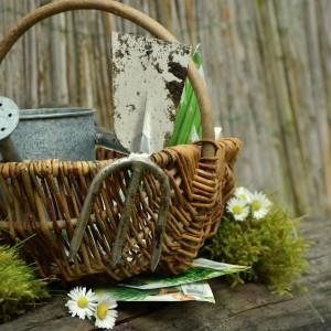 cesta con herramientas
