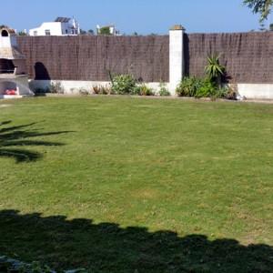 Instalación de riego automático y mantenimiento periódico de jardín particular en chalet de El Palmar, Vejer de la Fontera, Cádiz