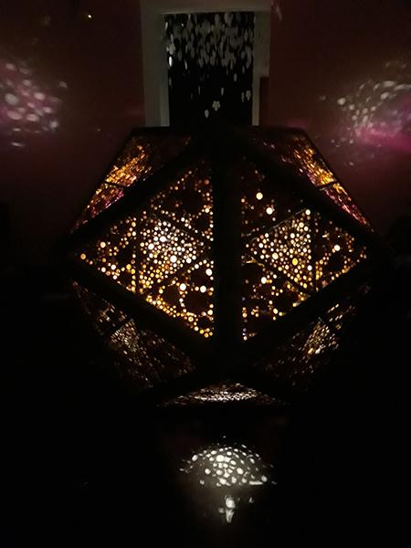 Azuljardines_educacionambiental_meteorito-iluminado-3