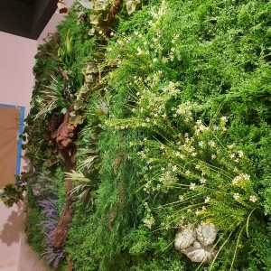 Jardín vertical artificial diseñado e instalado por Azul Jardines